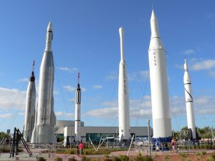 John_F_Kennedy_Space_Center_theme_park_american_vacation_living_orlando-307x230 - disney